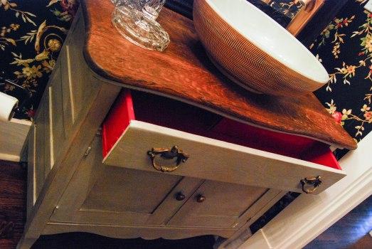 L's vanity d/s w/red drawer